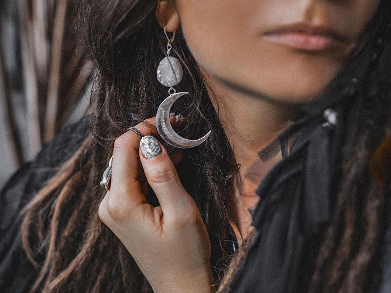 Boucles d'oreilles tribales en nacre et argent